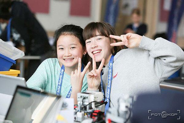 girls-digital-camps-event-workshop-ZKM